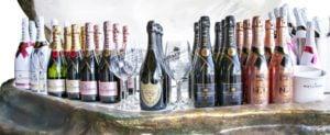 champagne flessen op een rij