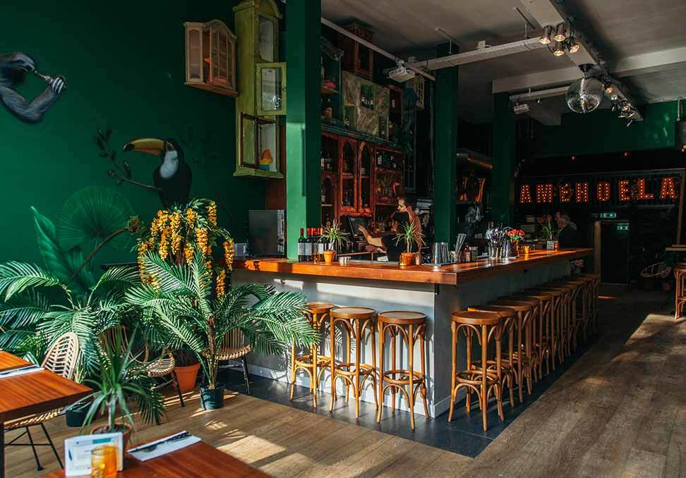 Neo-tiki bar Amehoela in Rotterdam