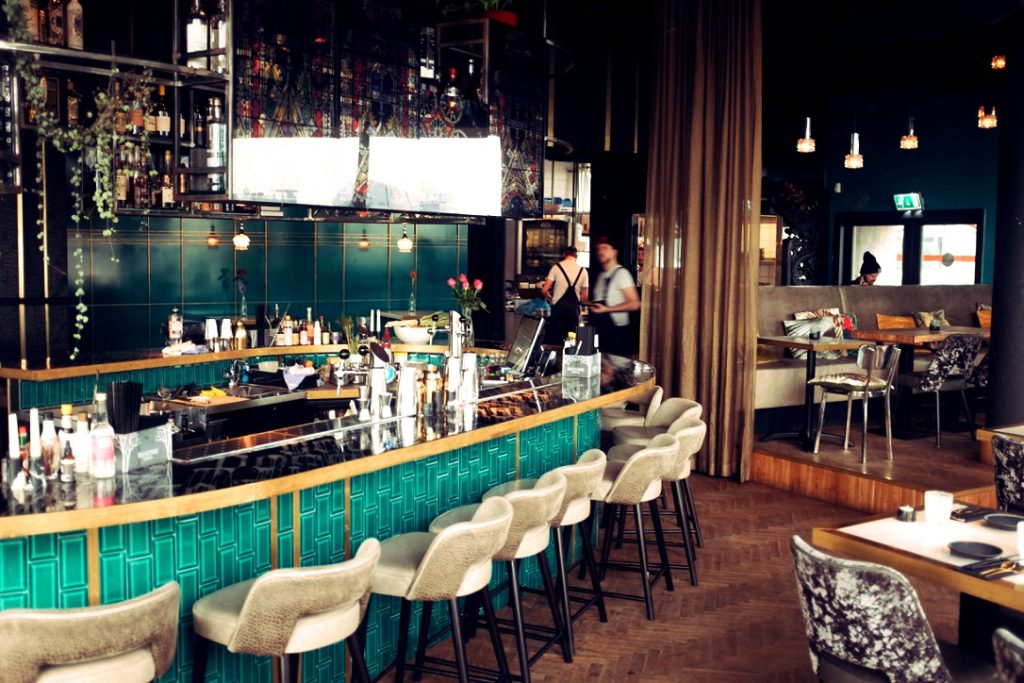 Suicide club Rotterdam Handelsgebouw cocktail bar naast het station